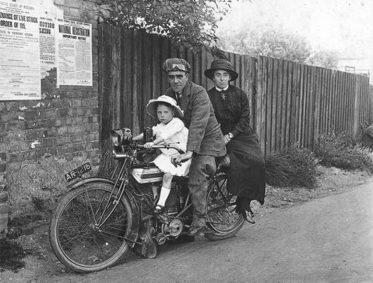 1912-triumph-tt-roadster-751x570